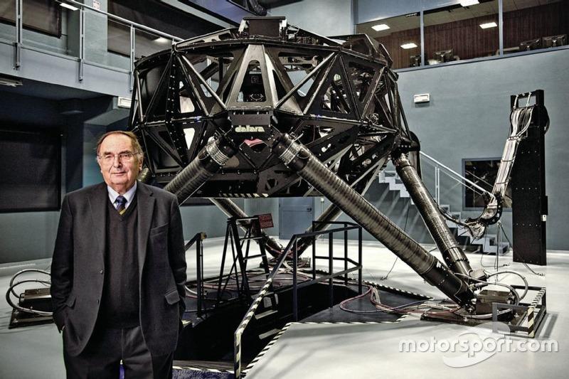 Gian Paolo Dallara davanti al simulatore