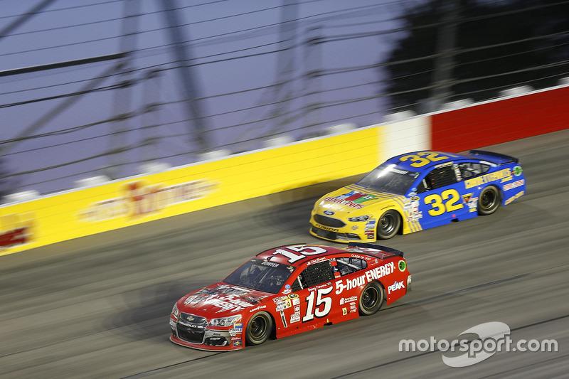 Clint Bowyer, HScott Motorsports Chevrolet, Jeffrey Earnhardt, Go Green Racing Ford