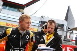 Kevin Magnussen, Renault Sport F1 Team, sur la grille