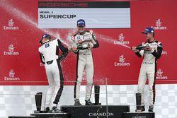 Podio: ganador Sven Muller, Mathieu Jaminet el segundo lugar y tercer lugar Matteo Cairoli