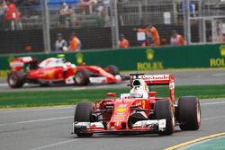 Sebastian Vettel, Ferrari SF16-H et Kimi Raikkonen, Ferrari SF16-H