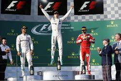 Podium : le vainqueur Nico Rosberg, Mercedes AMG F1 Team, le deuxième Lewis Hamilton, Mercedes AMG F1 Team, et le troisième Sebastian Vettel, Ferrari