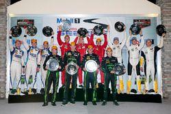 Class podio: DP ganadores Johannes van Overbeek, Scott Sharp, Ed Brown, Pipo Derani, ESM Racing, PC