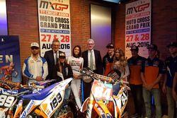 Vertegenwoordigers uit Drenthe met MX-rijders