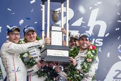 Подіум LMP1: переможці - #2 Porsche Team Porsche 919 Hybrid: Ромен Дюма, Ніл Яні, Марк Ліб
