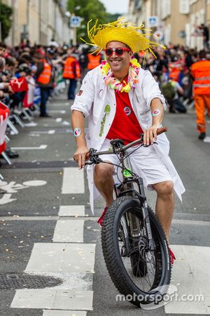 Een kleurrijke fietser