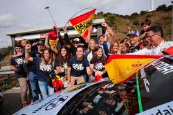 Daniel Sordo, Hyundai i20 WRC, Hyundai Motorsport with fans