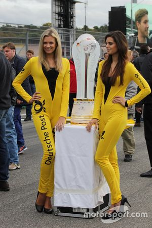 Grid girls with the DTM Trophy