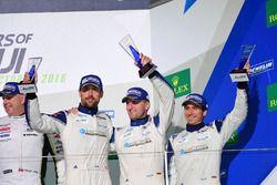 Podio GTE AM: al terzo posto #78 KCMG Porsche 911 RSR: Christian Ried, Wolf Henzler, Joël Camathias
