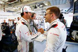Race winner Mark Webber, Porsche Team with Andreas Seidl, Principal Porsche Team