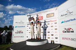 Podium: les vainqueurs #8 Starworks Motorsports ORECA FLM09: Renger van der Zande, Alex Popow