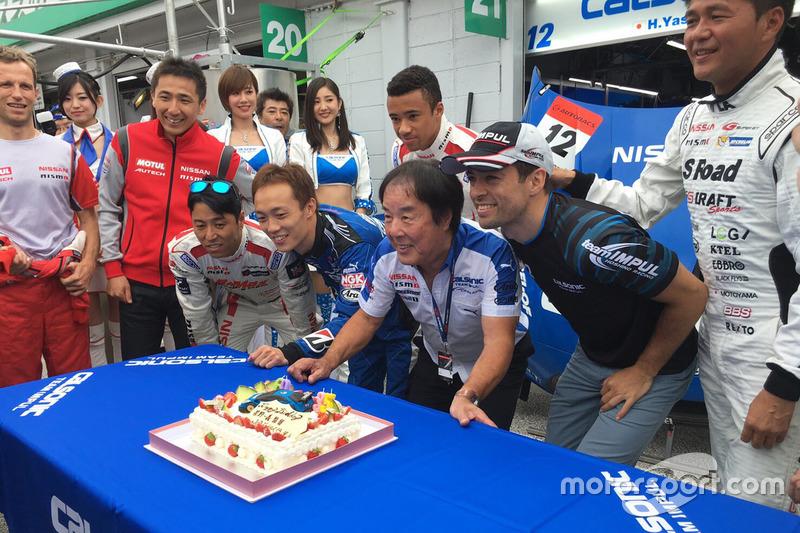#12 Team Impul Nissan GT-R Nismo GT3: Joao Paulo de Oliveira celebrates his birthday with the team a