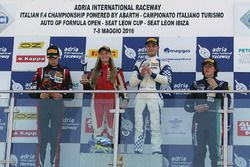 Course 1, podium des rookies : Simone Cunati, Vincenzo Sospiri Racing, Richard Verschoor, Bhaitech Engineering, Federico Malvestiti, Antonelli Motorsport et Fabienne Wohlwend, Aragon Racing