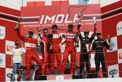 Podio GT3 Gara 2: al secondo posto Casè-Tempesta, Scuderia Baldini 27 Network, i vincitori Leo-Cheev