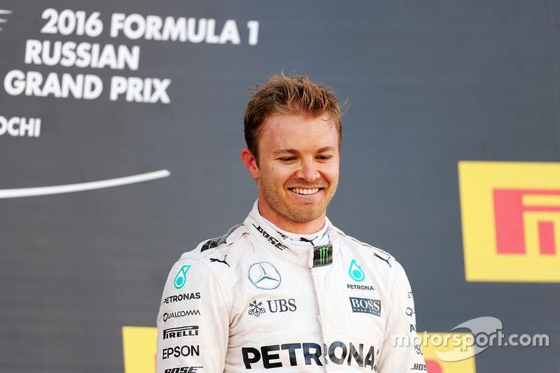 Podyum: kazanan Nico Rosberg, Mercedes AMG F1 Team