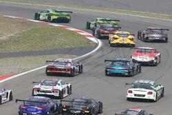 Arrancada #19 GRT Grasser Racing Team, Lamborghini Huracan GT3: Michele Beretta, Andrea Piccini, Luc