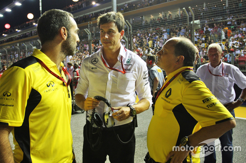 (L to R): Cyril Abiteboul, Renault Sport F1 Managing Director with Toto Wolff, Mercedes AMG F1 Share