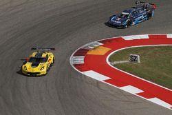 #4 Corvette Racing, Chevrolet Corvette C7.R: Oliver Gavin, Tommy Milner; #90 VisitFlorida.com Racing