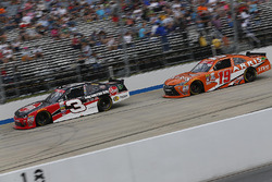 Ty Dillon, Richard Childress Racing Chevrolet, und Daniel Suarez, Joe Gibbs Racing Toyota