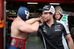 Sergio Pérez, Sahara Force India F1 con Blue Demon Jr. Luchador