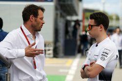 Alex Wurz, de Williams conductor Mentor GPDA Presidente con Stoffel Vandoorne, McLaren prueba y cont