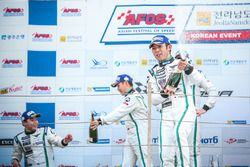Podium: race winners #8 Absolute Racing Bentley Continental GT3: Jonathan Venter, Keita Sawa