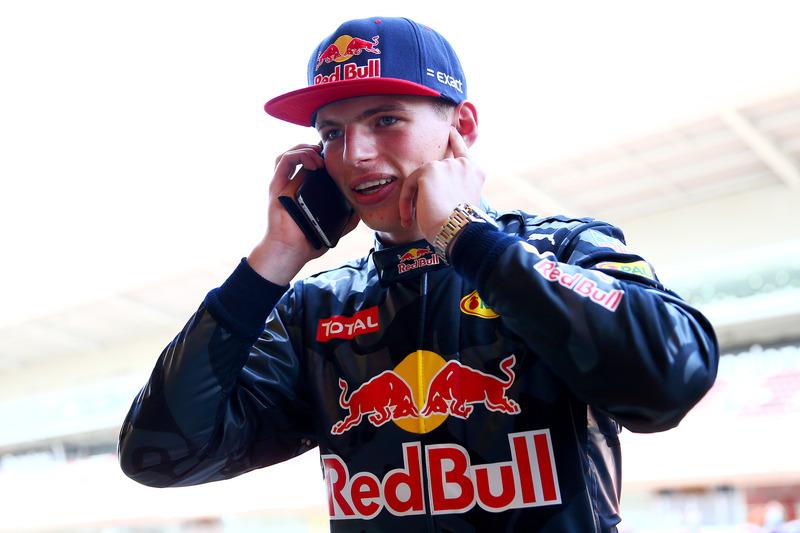 Max Verstappen, Red Bull Racing habla en su móvil