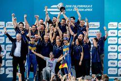 Nicolas Prost, Renault e.Dams und Sébastien Buemi, Renault e.Dams feiern mit dem Team Sieg und Meist