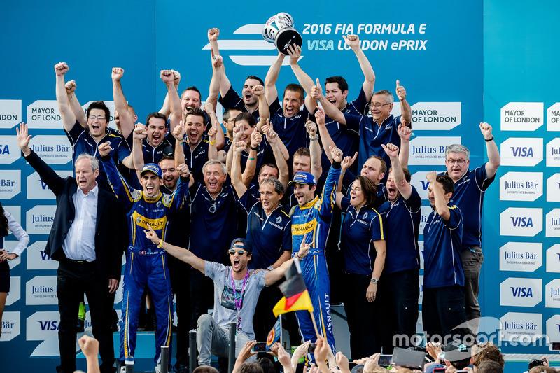 Buemi comemora título com a equipe e.Dams-Renault