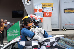 Podio: ganador de la carrera Cameron Cassels, Trent Hindman, Bodymotion Racing