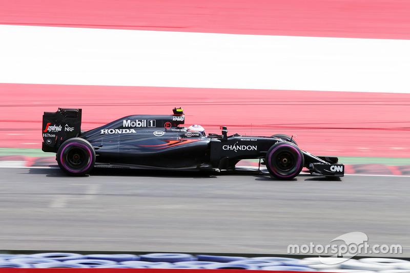 3: Дженсон Баттон, McLaren MP4-31