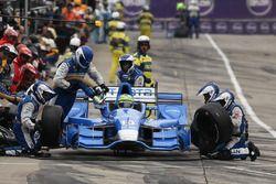 Tony Kanaan, Chip Ganassi Racing Chevrolet, dans les stands