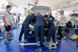 Richard Browne, Andreas Mikkelsen, Mechanics, Volkswagen Motorsport