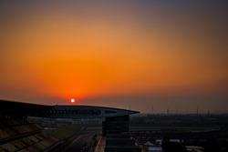 El atardecer sobre el circuito de Shanghai