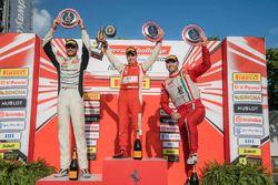 Trofeo Pirelli podyum: 1. Daniel Mancinelli, 2. Cooper MacNeil, 3. Martin Fuentes