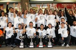 Porsche Team celebtartes his Manufactures Championship
