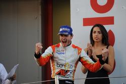 Podium: Race winner Tom Dillmann, AVF