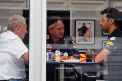 El Dr. Helmut Marko, asesor de Red Bull Motorsport con Christian Horner, director del equipo Red Bul