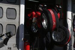 Mechanics of Audi Sport Team Abt Sportsline