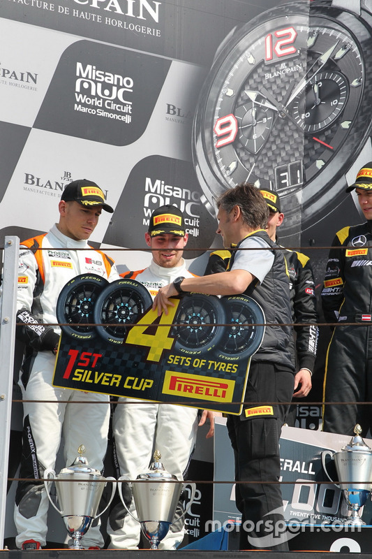 Winnaar hoofdrace Cat Silver Markus Pommer, Nicolaj Möller Madsen, Audi R8 LMS, Phoenix Racing