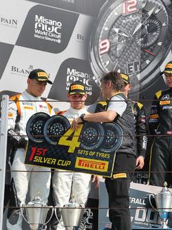 Les vainqueurs en catégorie silver, Markus Pommer, Nicolaj Möller Madsen, Audi R8 LMS, Phoenix Racing