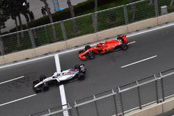 Lance Stroll, Williams FW41 y Kimi Raikkonen, Ferrari SF71H