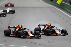 Daniel Ricciardo, Red Bull Racing RB14 Tag Heuer, battles with Max Verstappen, Red Bull Racing RB14 Tag Heuer