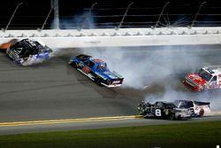 Crash, John Hunter Nemechek, NEMCO Motorsports Chevrolet Silverado, Stewart Friesen, Halmar Friesen