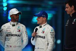 Valtteri Bottas, Mercedes AMG F1, Lewis Hamilton, Mercedes AMG F1, Toto Wolff, Mercedes AMG F1