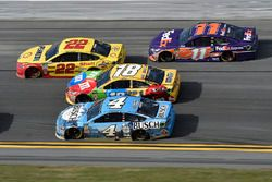 Joey Logano, Team Penske Ford Fusion, Kevin Harvick, Stewart-Haas Racing Ford Fusion, Kyle Busch, Jo