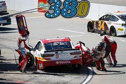 Erik Jones, Joe Gibbs Racing, Toyota Camry Circle K pit stop