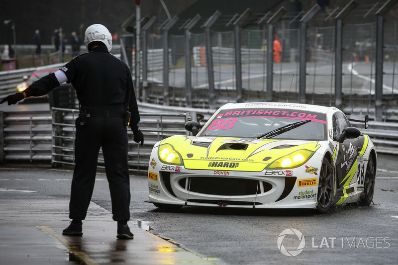 #88 Team HARD. with Trade Price Cars Ginetta G55 GT4: Benjamin Wallace, William Phillips