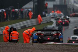 La lluvia deja detiene la carrera en Oulton Park por razones de seguridad