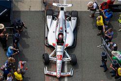 El ganador de la carrera Will Power, el equipo Penske Chevrolet entra en el círculo de la victoria